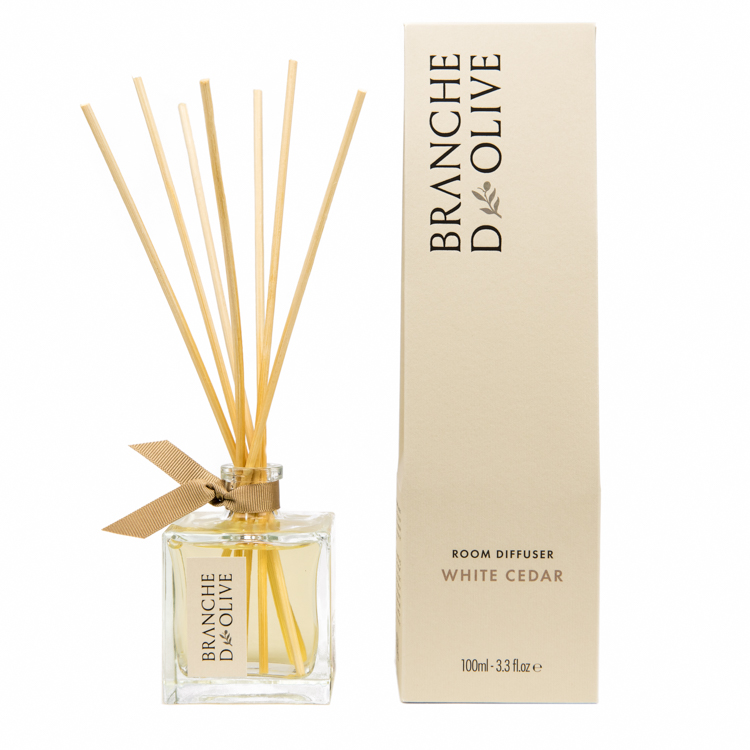 Branche d'Olive White Cedar scented Room Diffuser and display box